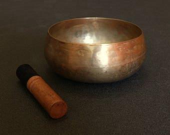 Singing bowl in D# - Vintage rare-shaped Jambati from Nepal