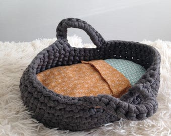 crochet doll bassinet