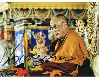 """Dalai Lama 14th Autographed 6"""" x 9"""" colour photograph."""