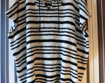 Vintage  Poncho In Horizontal Stripes/Knitted Poncho/Cape With Ties/Short Sleeves