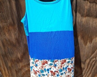 Size:S, This floral and lace tank fits wonderfully and is the perfect summer tank!
