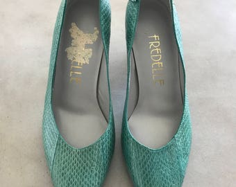 Vintage Genuine Snakeskin Turquoise Kitten Pumps 5.5