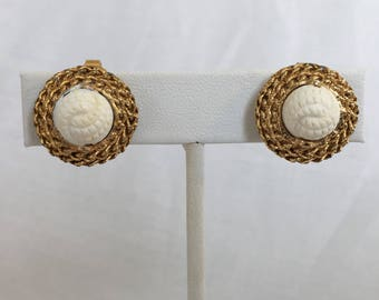 Crown Trifari Gold Tone Chain Wreath With White Lucite Molded Center Knot Vintage Clip Earrings
