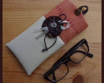 """""""Ma"""" yoyo """"flower"""" glasses case in beige imitation leather and suede rust"""