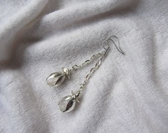 Simple and elegant dangle earrings with shiny silver metal, shell flower and frosted translucent Czech glass bead chain