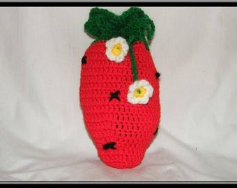 The crcochet fraise pouch