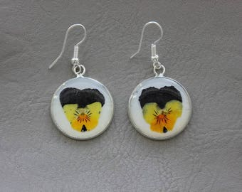 Earrings round 2cm in resin and dried pansies flowers