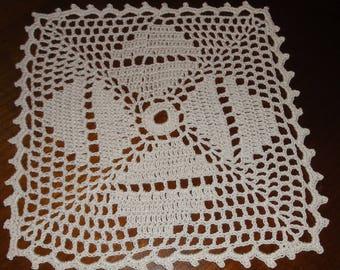 SQUARE DOILY ECRU 19 x 19 Cm new - handmade