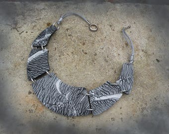 Necklace grey Crackle effect.