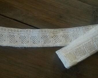 Vintage ecru cotton lace / 160 cm length