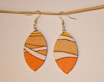 Coral and beige oval earrings