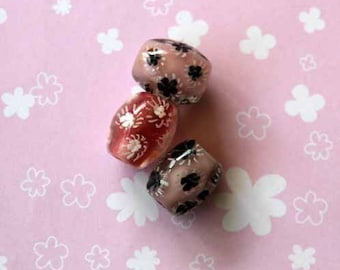 Set of 3 glass beads, pink tone with black or white flowers inside style oval 20x15mm