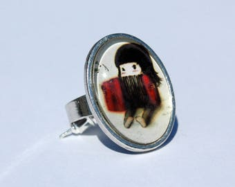 Ring cabochon - Image girl with accordion