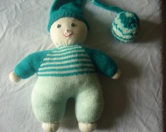 Lil cuddly hat has big Pompom! very soft look.