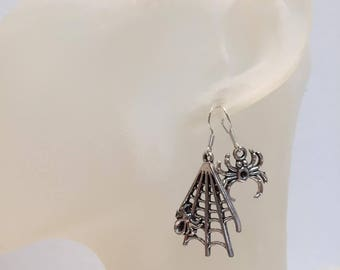 Asymmetric earrings Gothic spider d canvas