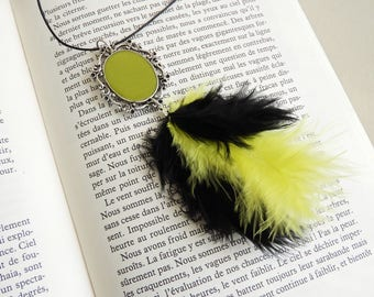 Kiwi green vintage costume necklace and feathers