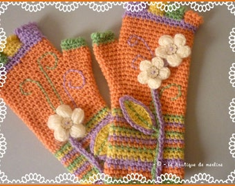 Women's fashion: fingerless gloves crocheted with flowers and Bohemian style
