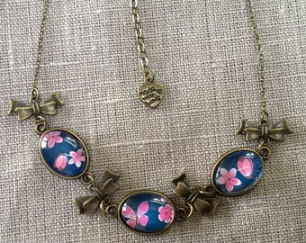 Necklace with small flowers