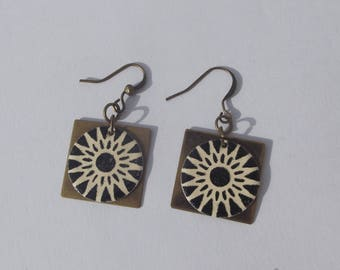Earrings bronze, bronze square charm and round sequin enamelled with abstract pattern Blue Sun dark beige.