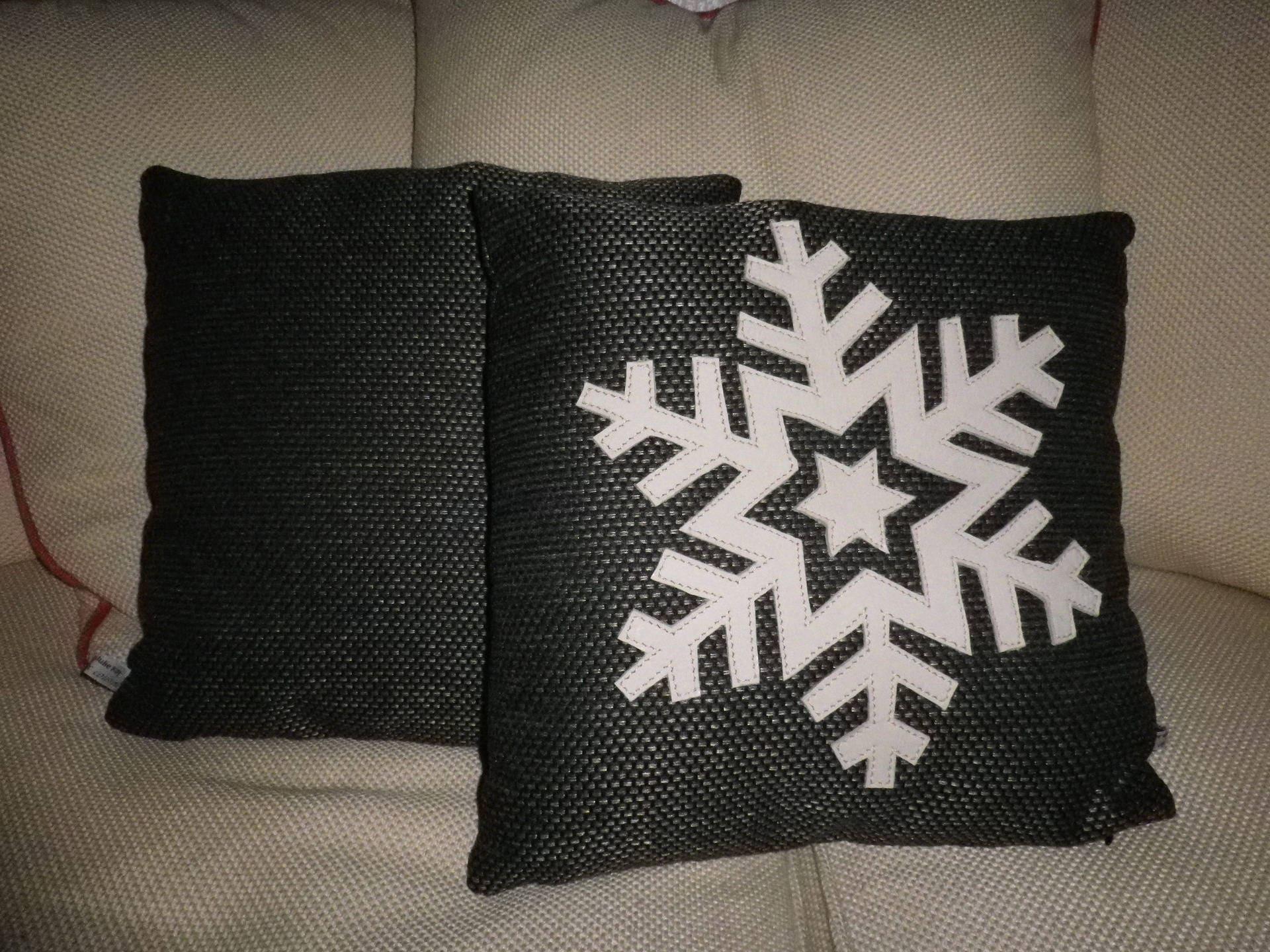 housse de coussin d co no l flocon neige blanc et noir iii. Black Bedroom Furniture Sets. Home Design Ideas