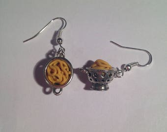 Earrings filled with spaghetti strainer