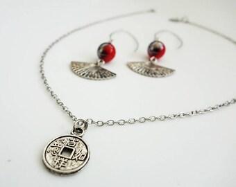 Boucles d'oreilles ethniques et collier ethnique-chic - Collection Asiachic - Couleur argenté et rouge _ Idée cadeau