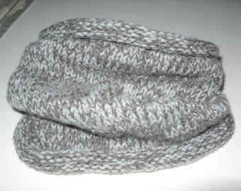 HAND KNITTED LITTLE GREY CHINA SNOOD