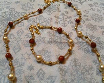 thin set (necklace and bracelet), classy, modern (gold, white and Brown)
