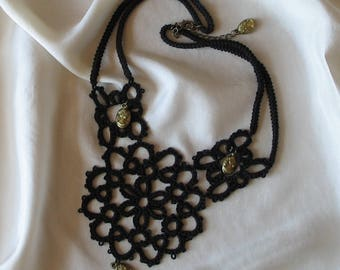 Black tatting lace necklace made of Mercerized cotton