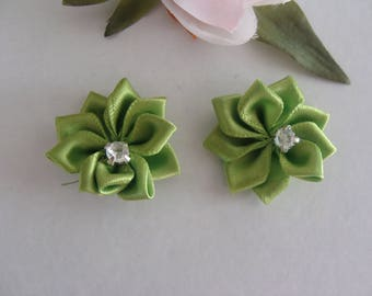 set of 2 green 25 mm flower rhinestone applique