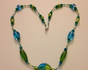 Necklace made of glass bi - color green