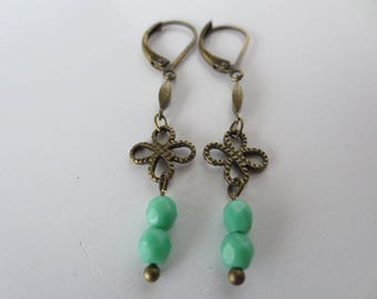 Stud Earrings model Flora in brass and glass beads