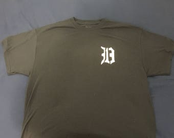 313D Large Men's T-shirt. Detroit Tigers Navy with White Badge