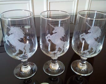 Glass 38 cl free customization - engraving of a Unicorn frosted by hand