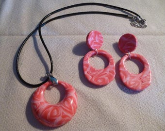 Nice necklace and earrings in polymer clay.