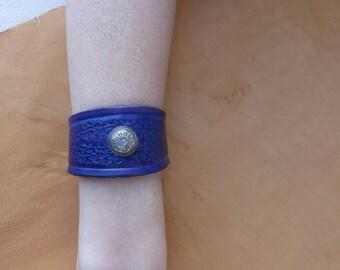 Purple embossed leather deco old silver bracelet