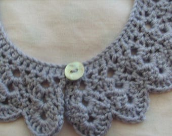 Light gray crocheted removable collar