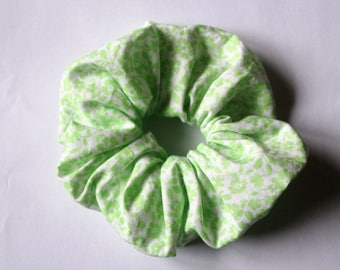 Fabric scrunchies white with green flowers