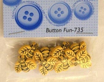 8 novelty buttons - bees