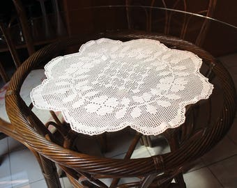 New doily hand crotheted cotton table runner