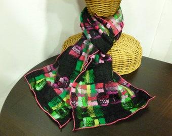 Echarpe en laine tweed fuschia, vert et noir