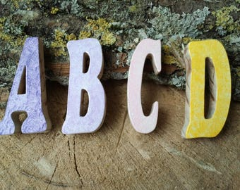 Colored or natural wood letters of white pine wood