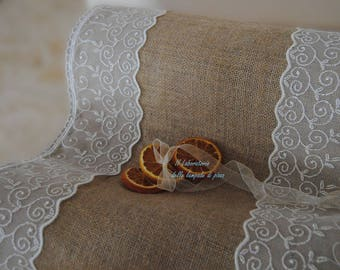 Country-chic style table runner
