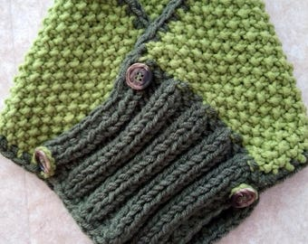 Handmade neck warmer with two green