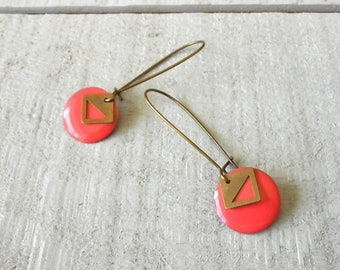 Bronze earring, pink sequin enamelled
