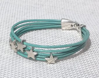 Juxtaposes green leather bracelet, Star beads