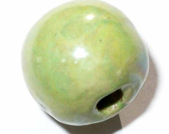 1 Pearl lime green round ceramic 16 mm CERC21