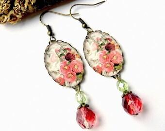 Earrings cabochon pink flower pattern