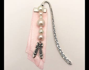 "Bookmark ""Ballerinas"" satin and glass beads"