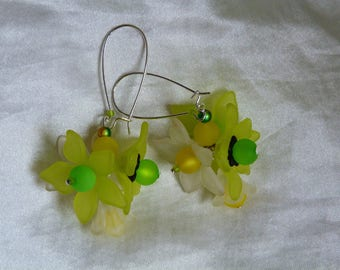 Acrylic yellow and white spring flowers earrings